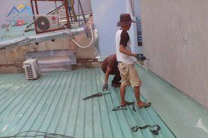 Xử lý chống thấm khe hở giữa mái tôn và tường triệt để